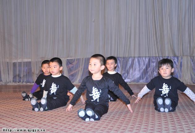 男孩舞蹈班之要学舞蹈从娃娃抓起